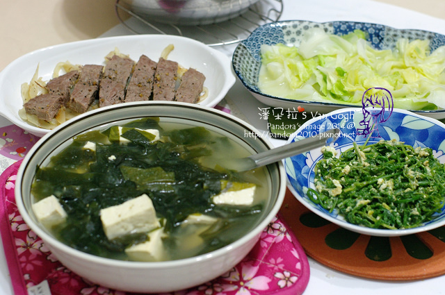 2014.03.04-海帶豆腐味噌湯、煎牛排、炒過貓、炒高麗菜、米飯-.jpg