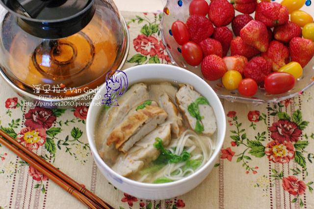 2014.03.10-牛蒡魚粄湯麵、康福茶、草莓、蕃茄.jpg