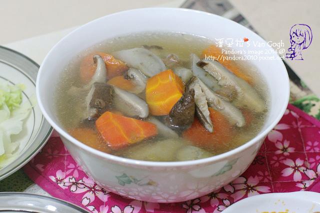 2014.03.12-香菇牛蒡胡蘿蔔湯.jpg