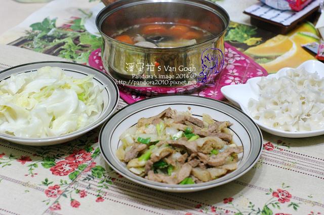 2014.03.24-香菇苦瓜湯、洋蔥炒肉條、炒高麗菜、刀削麵.jpg