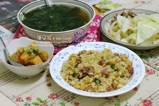 2014.04.16-海帶芽湯、香腸蛋炒飯、炒高麗菜、醃結頭菜.jpg