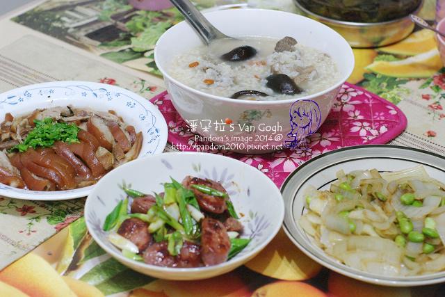 2014.05.07-晚餐。香菇排骨粥、青蔥炒香腸、滷豬腳、奶油毛豆洋蔥.jpg