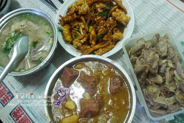 2014.05.11-晚餐。馬鈴薯燉肉、三杯花枝、鹽水雞胗、芋頭湯.jpg
