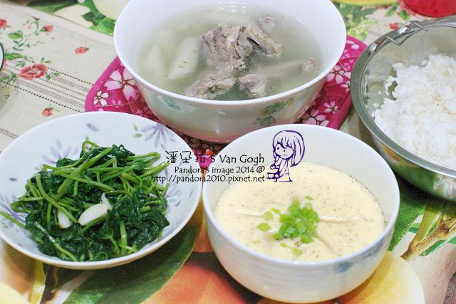 2014.05.12-晚餐。牛蒡排骨湯、鮮奶蒸蛋、炒地瓜葉、米飯.jpg