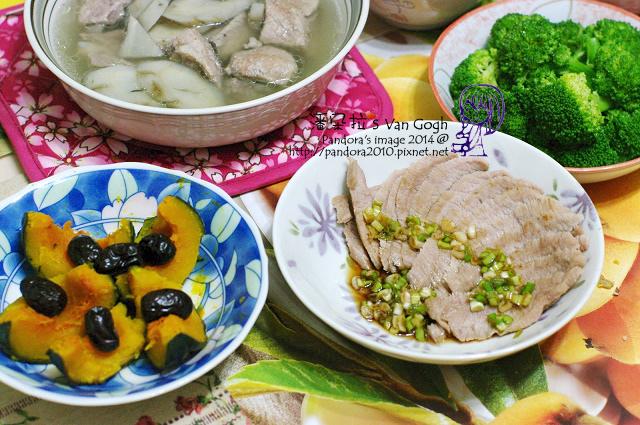2014.05.14-晚餐。牛蒡排骨湯、蔥醬白肉、水煮綠花椰菜、紅棗蒸南瓜.jpg