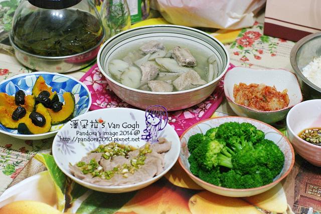 2014.05.14-晚餐。牛蒡排骨湯、蔥醬白肉、水煮綠花椰菜、紅棗蒸南瓜、韓式泡菜、米飯-.jpg