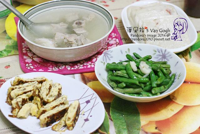 2014.05.15-清燉排骨湯、蔥醬玉子燒、炒四季豆、港式蘿蔔糕.jpg