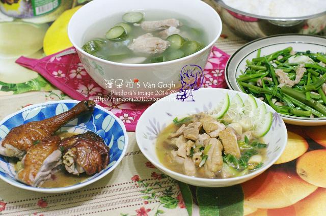 2014.05.20-晚餐。黃瓜排骨湯、香檸雞腿排、烤鴨、炒空心菜、米飯.jpg