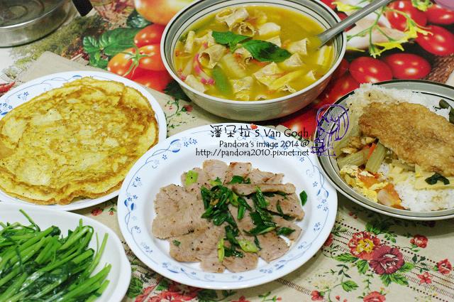 2014.05.28-豆皮海鮮南瓜湯、蔥香松阪豬、吻仔魚煎蛋、炒菠菜、雞排飯-2.jpg