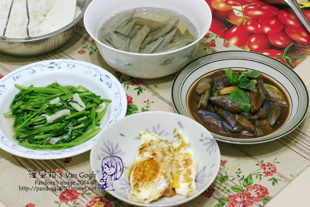 2014.05.29-牛蒡湯、塔香茄子、醬油荷包蛋、炒空心菜、米飯.jpg