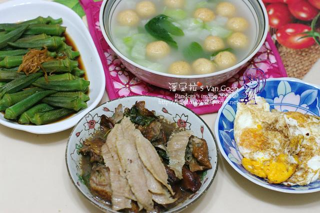2014.07.03-黃金魚蛋絲瓜湯、涼拌秋葵、荷包蛋、烤鴨、豬肉片.jpg