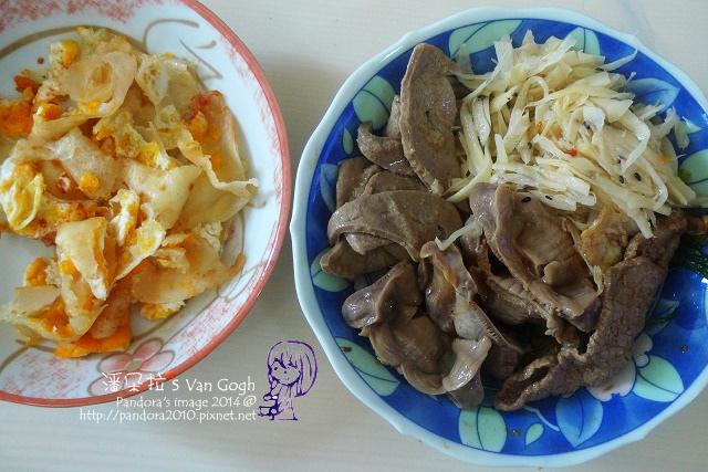 2014.07.14-午餐。滷雞胗、牛蒡絲、粉肝、沙茶牛肉片、蛋餅.jpg