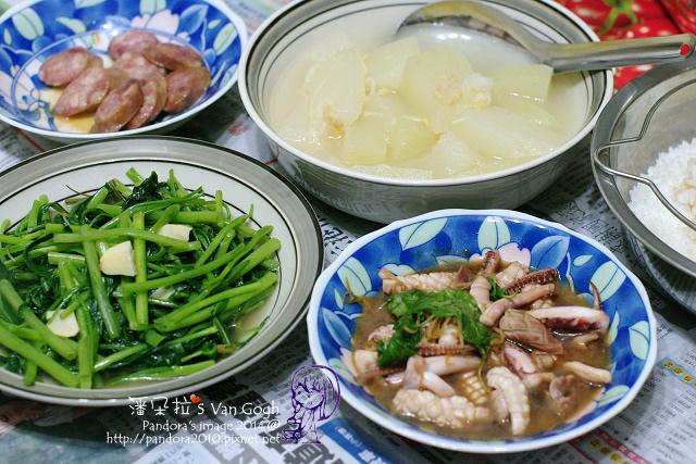 2014.07.16-晚餐。冬瓜湯、三杯花枝、煎香腸、炒空心菜、米飯.jpg