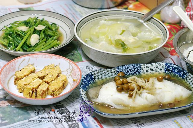 2014.07.17-晚餐。胡瓜湯、破布子蒸鱈魚、玉子燒、炒空心菜、米飯.jpg