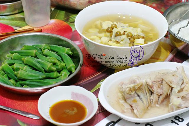 2014.07.21-晚餐。破布子竹筍湯、脆皮油雞、涼拌秋葵、米飯.jpg