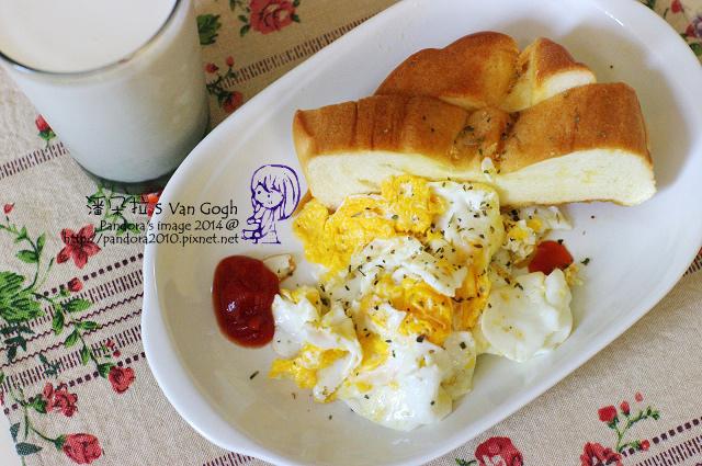 2014.08.08-煎蛋、羅宋麵包、無糖高纖豆漿.jpg