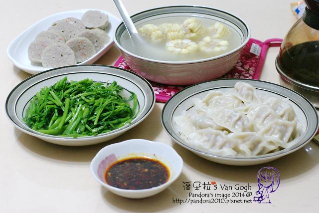 2014.08.15-晚餐。玉米湯、魚卷、水餃、炒空心菜.jpg