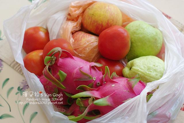2014.08.24-蕃茄、火龍果、芭樂、蘋果.jpg