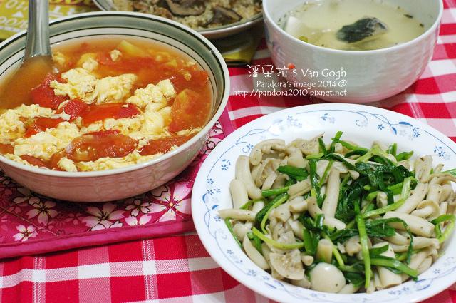 2014.09.03-蕃茄蛋花湯、韭菜炒白精靈菇、((油飯))-.jpg