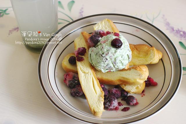 2014.09.17-薄荷巧克力冰淇淋+綜合莓果+羅宋麵包、膠原蛋白粉+檸檬水.jpg