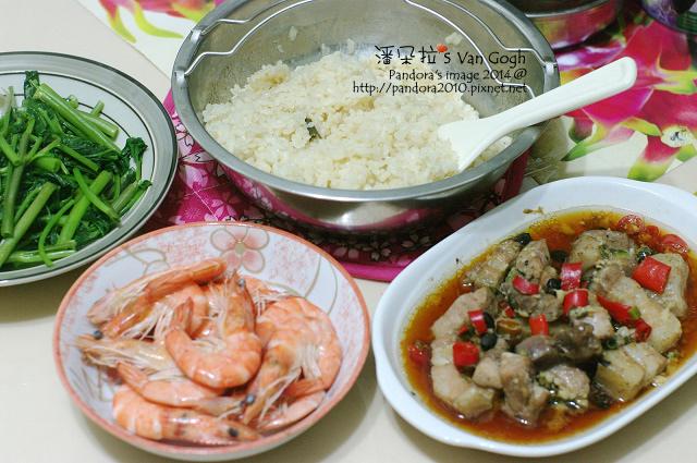 2014.09.23-豉蒸排骨、水煮鮮蝦、炒空心菜、海南雞飯.jpg