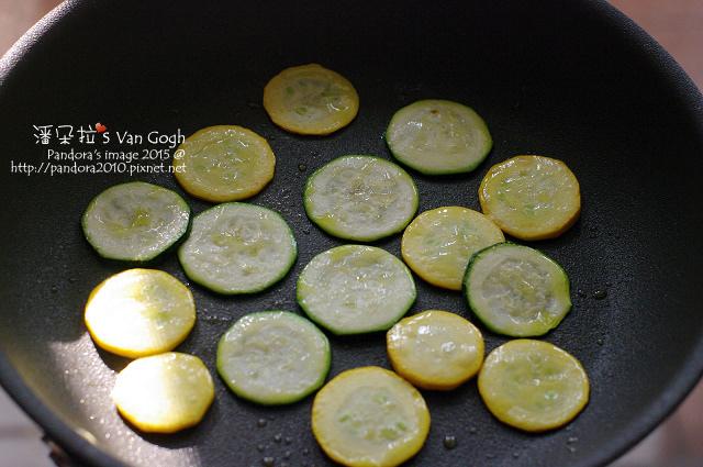 2015.01.17-香料橄欖油煎櫛瓜片.jpg