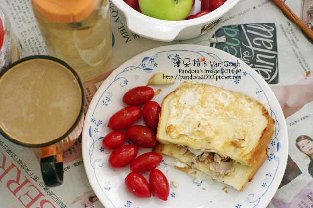 2014.12.23-鮪魚三明治、小蕃茄、雙倍特調咖啡(拉拉吉+西雅圖嚴焙+鮮奶)、薰衣草茶-.jpg