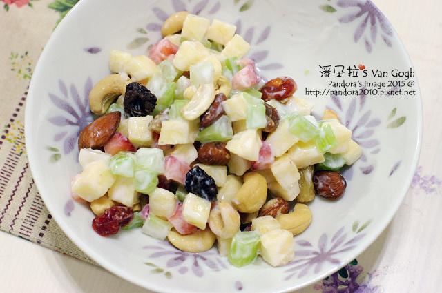 2015.02.24-華爾道夫沙拉(西芹+蘋果+草莓+優格+果乾+堅果)-2.jpg