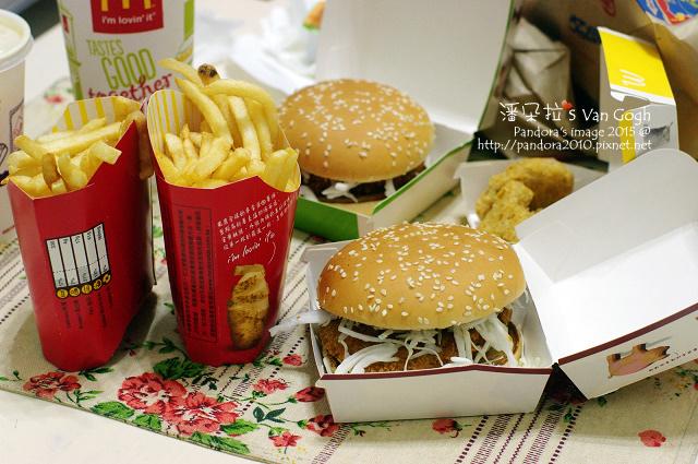 2015.03.13-(麥當勞)蜂蜜咖哩豬排堡、炸薯條、可樂-.jpg