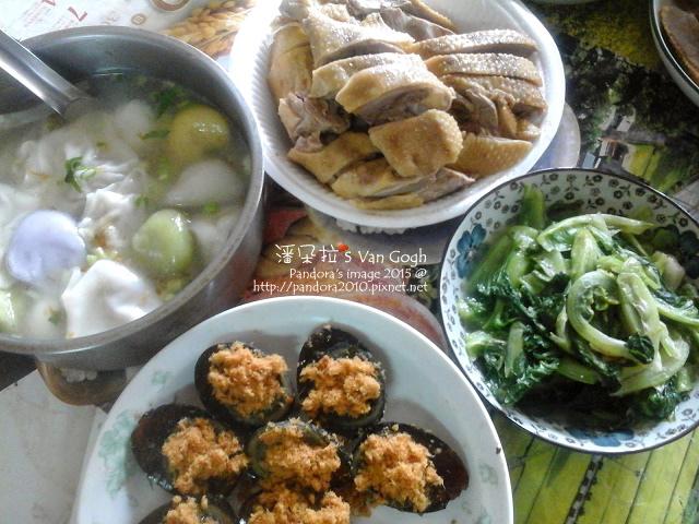 2015.05.03-三角餛飩湯、鹽水鴨、肉鬆皮蛋、炒萵筍葉.jpg