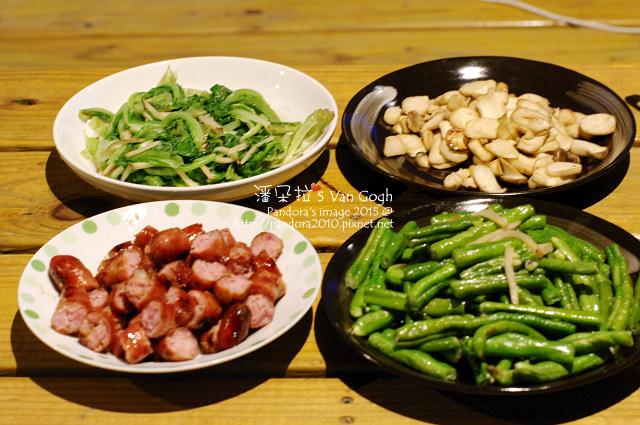 2015.06.05-鳳梨苦瓜雞湯、烤香腸、炒長豆、乾煸杏鮑菇、炒萵苣.jpg