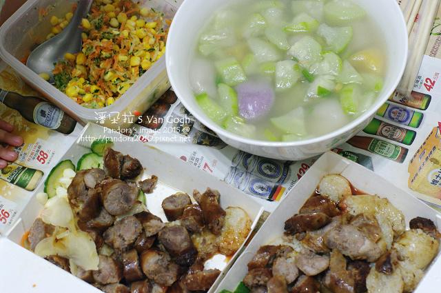 2015.06.18-三角絲瓜湯、三色蔬菜沙拉、(小洞天)米腸香腸-.jpg