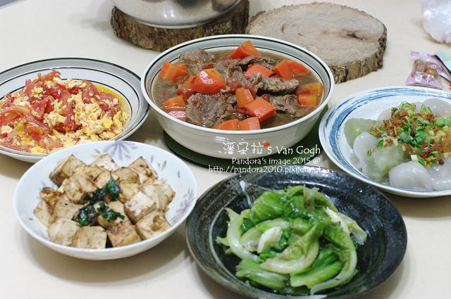 2015.07.21-((紅燒牛肉))、水晶餃、甜麵醬燒豆腐、炒萵苣、番茄炒蛋.jpg