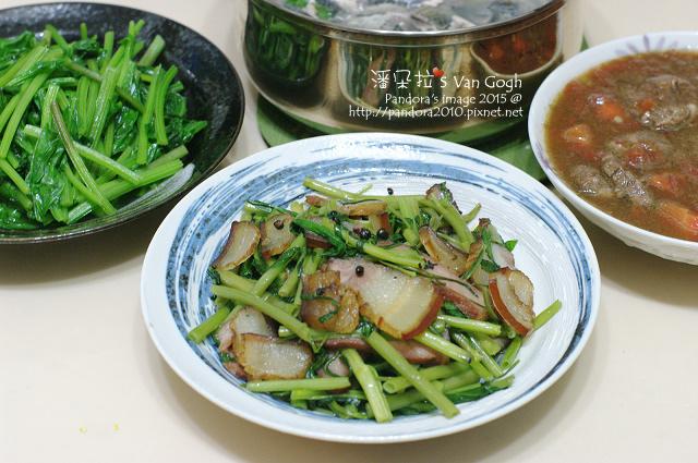 2015.07.23-((魚皮湯、紅燒牛肉))、炒菠菜、臘肉炒空心菜-.jpg