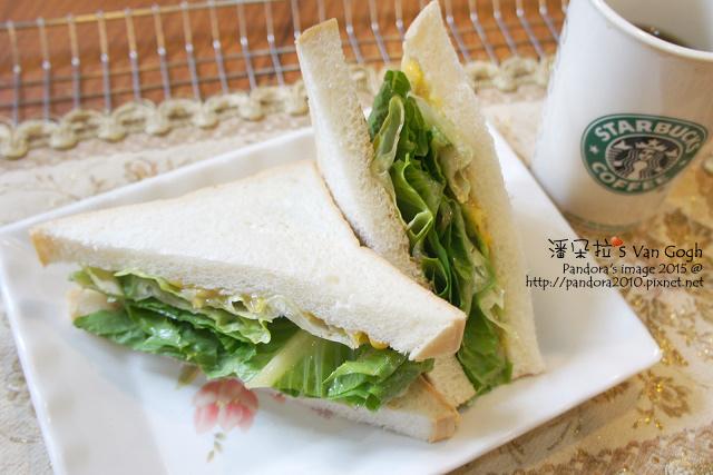 2015.09.29-蘿蔓三明治(芝麻沙拉醬+玉米醬)、熱美式咖啡.jpg