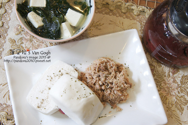 2015.09.30-饅頭、香料鮪魚、紫菜豆腐湯、有機黑森林野莓茶+膳食纖維粉-.jpg