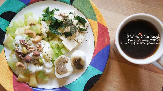 2015.10.08-熱美式咖啡、綠豆麻糬、水煮板豆腐、美式華爾道夫沙拉(優格).jpg