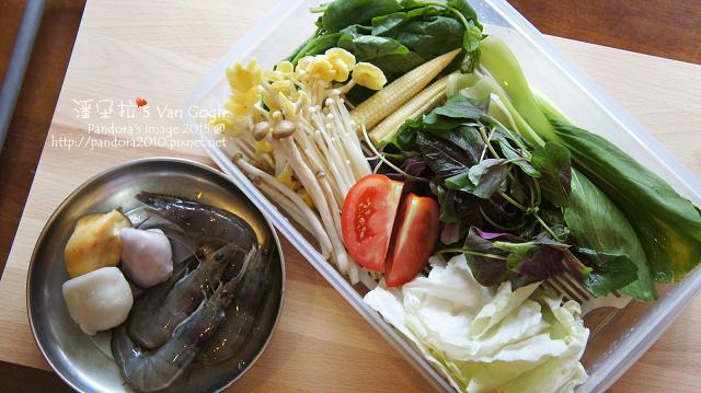 2015.10.11-十一藥膳小火鍋。三角、草蝦、綜合菇、綜合蔬菜-.jpg