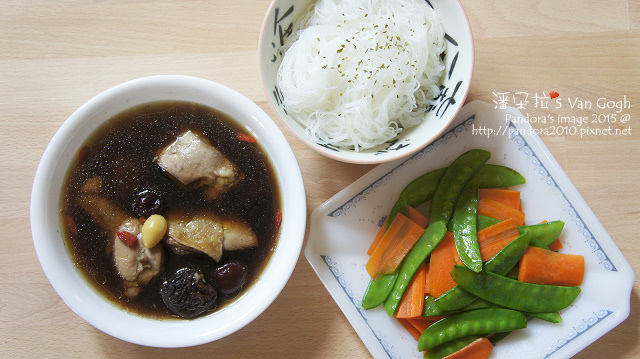 2015.10.27-米粉、四物雞湯、胡蘿蔔燴豌豆.jpg