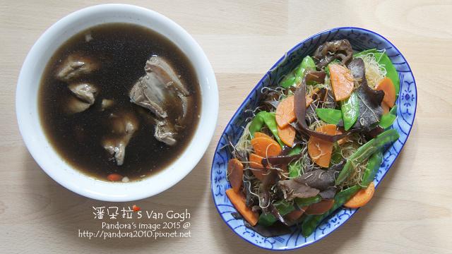 2015.10.28-四物雞湯、三色蔬菜炒米粉.jpg