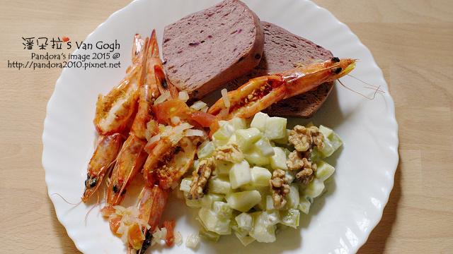 2015.11.02-紫米饅頭、蒜酥番茄洋蔥蝦、華爾道夫沙拉-.jpg