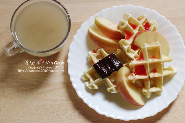 2015.11.07-黑豆水、豆漿鬆餅(70%黑巧克力、洛神玫瑰釀、蘋果).jpg