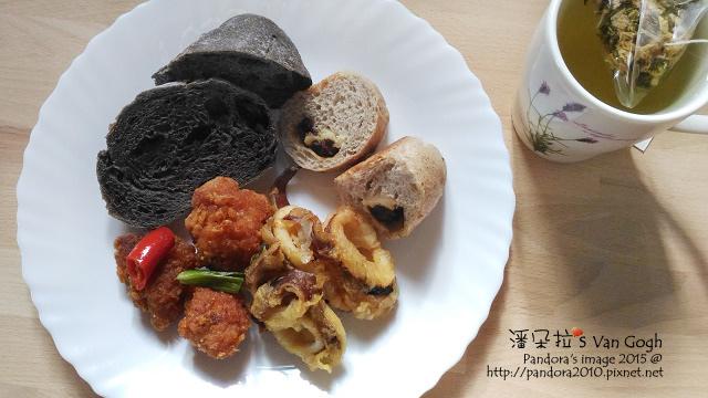 2015.11.20-炸排骨酥、炸魷魚、麵包、玫瑰油切綠茶-.jpg