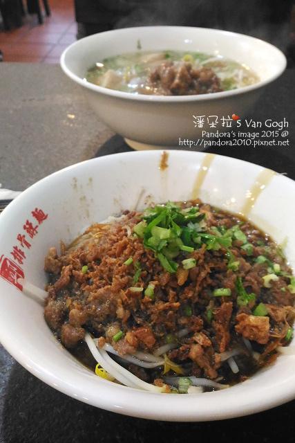 2015.12.15-(邱家排骨酥麵)肉燥米粉、小菜.jpg