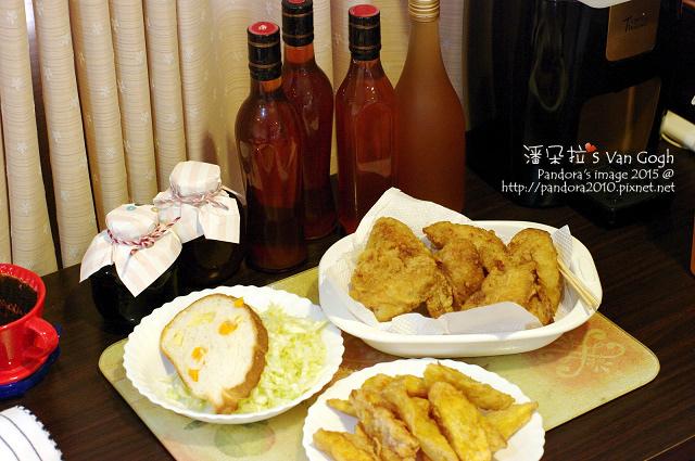 2015.12.31-乳酪哈斯+起司、高麗菜絲、(美樂福)炸雞翅、甘梅薯條、李子酒、桑葚酒.jpg