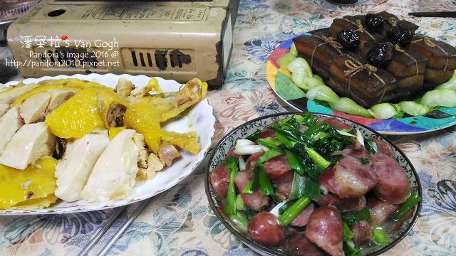 2016.02.07-除夕圍爐。土雞、青蔥炒香腸、東坡肉.jpg