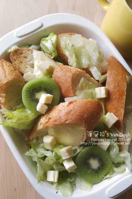 2016.03.22-法國麵包+起司片、奇異果萵苣沙拉、法式濃情咖啡-.jpg