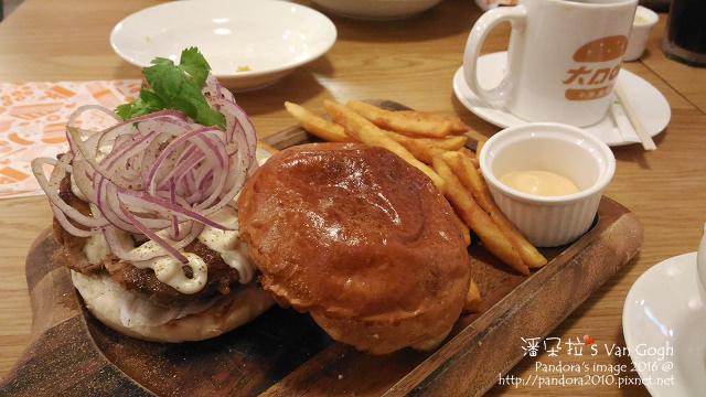 2016.04.13-(大口吃漢堡)大漠雞腿堡餐.jpg