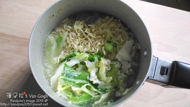 2016.04.27-快煮拉麵+高麗菜+雞蛋.jpg
