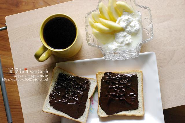 2016.06.10-自製優格+蘋果、黑巧克力吐司、熱美式咖啡.jpg